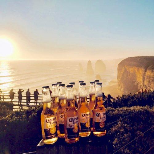 Biertje drinken tijdens de Go Wild Groepsreis