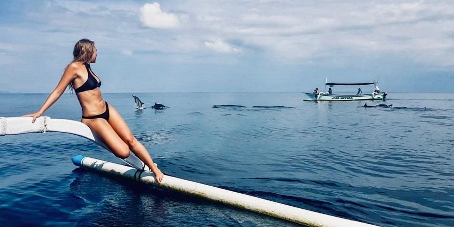 Dolfijnen spotten op een boot aan de kust van Lovina in Bali
