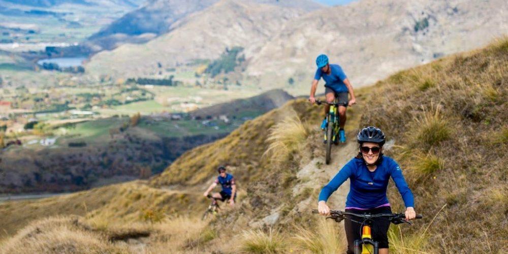 Mountainbiken in de bergen van Nieuw-Zeeland tijdens de Discovery Groepsreis