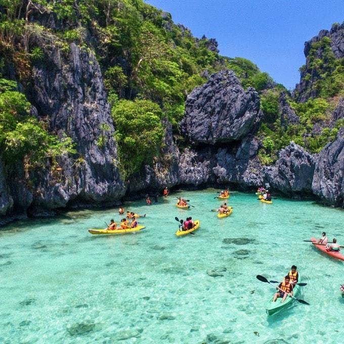 Verken tijdens de Filipijnen Wanderer Groepsreis de prachtige lagoons met je kajak