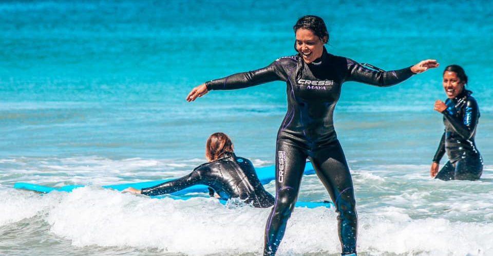 Met de 12 weekse surfcursus leren surfen als een professional