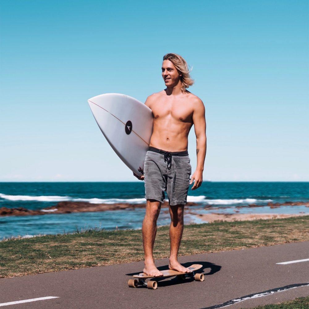 Word surfinstructeur tijdens de 12 weekse turfcursus