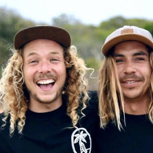 Surfgenoten in het surfkamp - jouw backpackreis