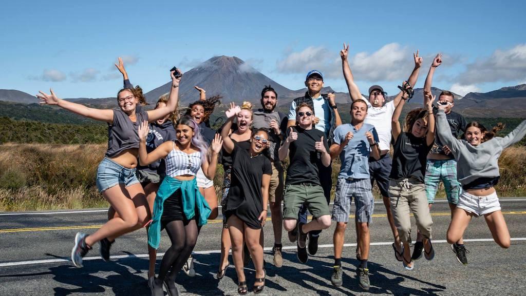 Groep jongeren tijdens de Noordereiland Vibes Groepsreis