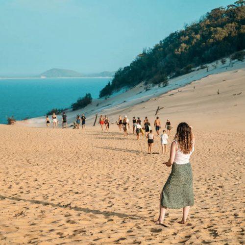 Ga naar Carlow Sandblow Rainbow Beach met de Oostkust Experience Groepsreis