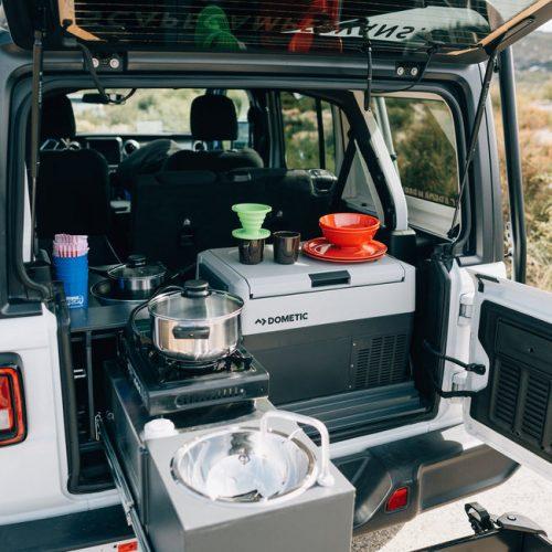 Keukentje van de Escape Jeep Camper