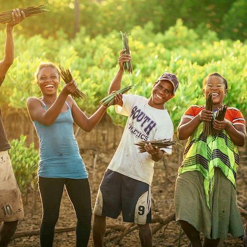 Lokale mensen aan het werk voor Eden Reforestation Projects