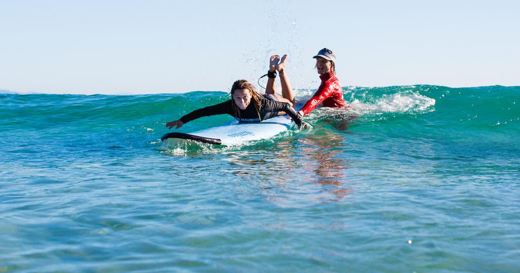 Golven pakken tijdens surfles in Australie