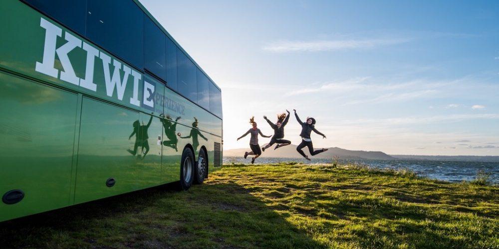 Reis mee met de Kiwi Experience bus