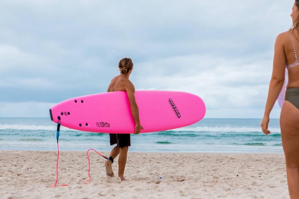 Surfen aan het strand van Australie
