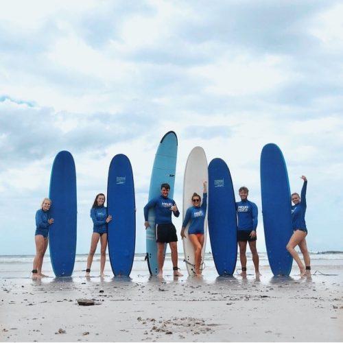 Surfen met een leuke groep surfgenoten in Australie