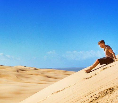 Van de zandduinen boarden in Port Stephens