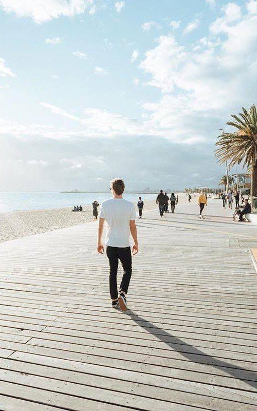 chillen op de boardwalk van St. Kilda Melbourne