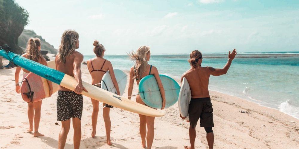 Surfen met je vrienden op Bali