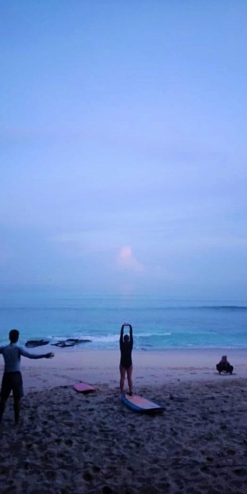 Surfles in de ochtend tijdens het Bali Surf & Stay