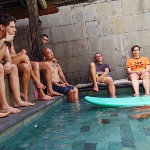 Theorie surflessen in Bali