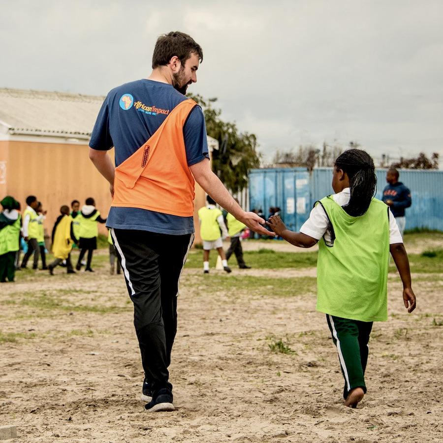 Geef kinderen in Zuid-Afrika een helpende hand met sport coaching