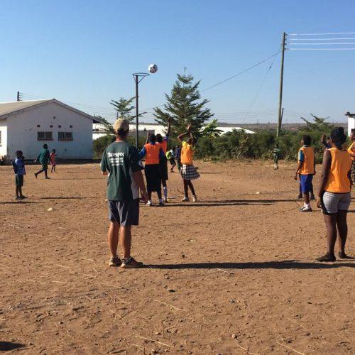 Geef kinderen zelfvertrouwen met sport activiteiten in Zambia
