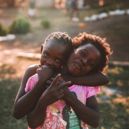 Maak de kinderen op Afrikaanse basisscholen blij met sport activiteiten