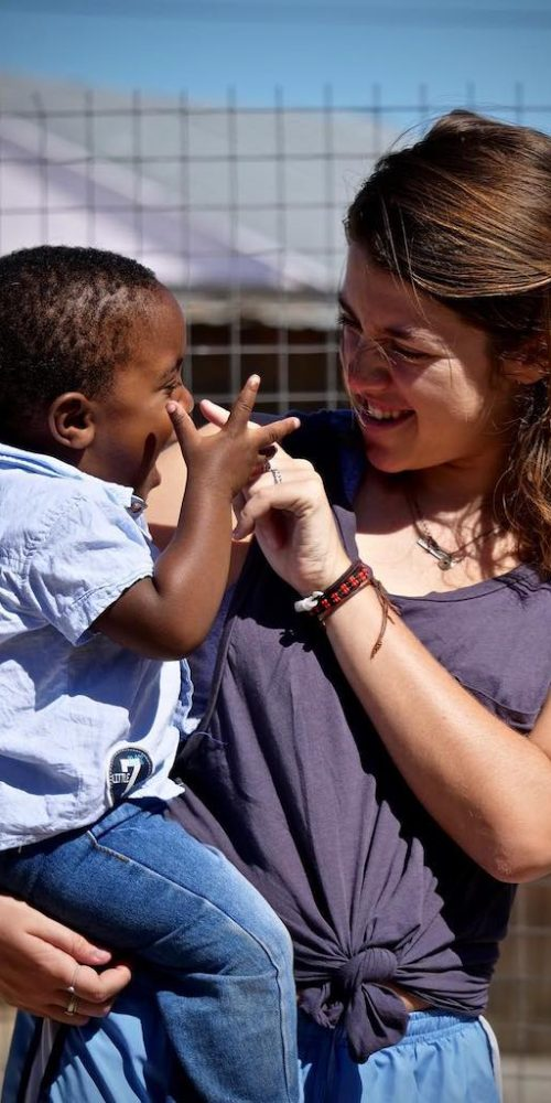 Spelen met kinderen tijdens naschoolse activiteiten in Kaapstad
