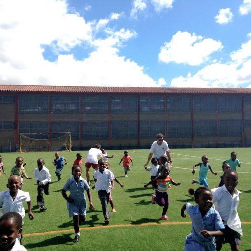 Sport Coaching in Kaapstad aan kinderen van townships