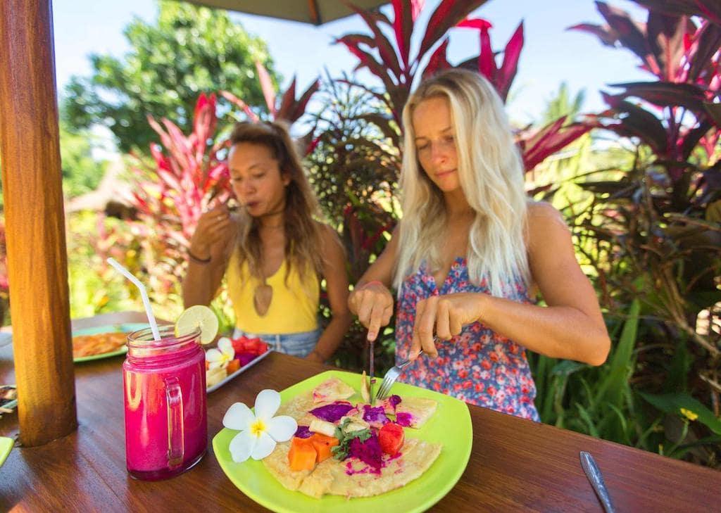 Ontbijt tijdens surfvakantie