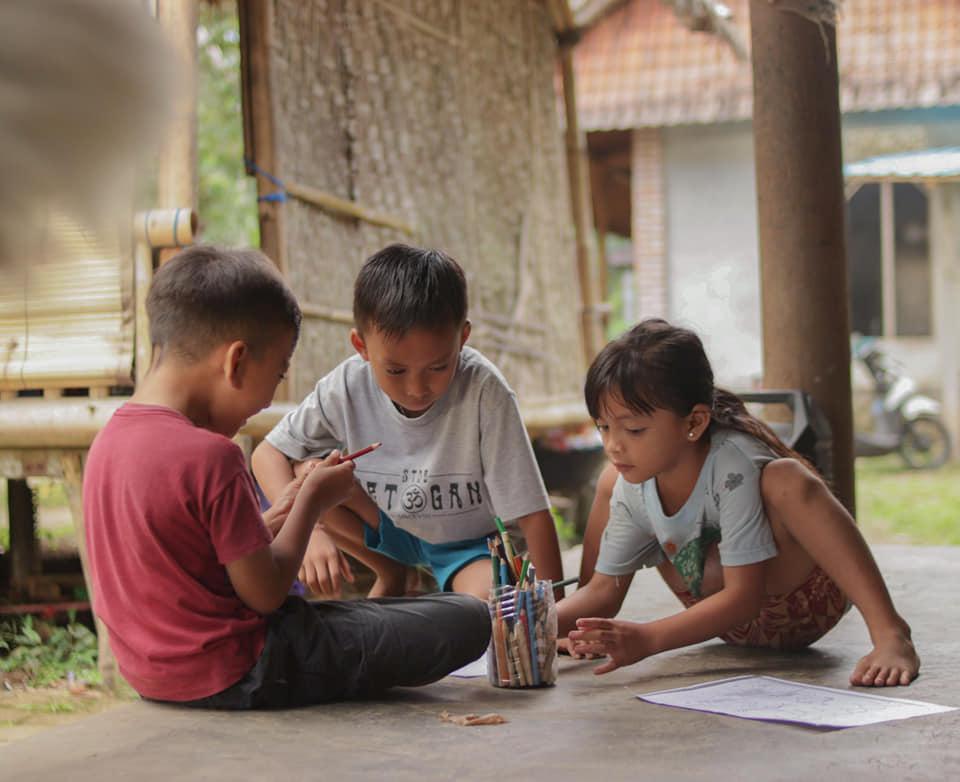 Schoolkinderen van Bali een betere toekomst met Engels lesgeven
