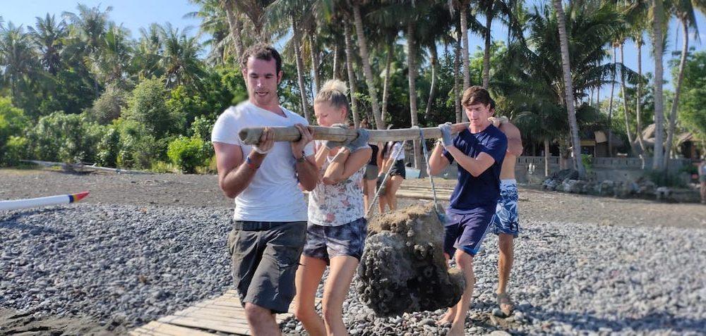 Vrijwilligers hard aan het werk voor het rifbehoud in Bali